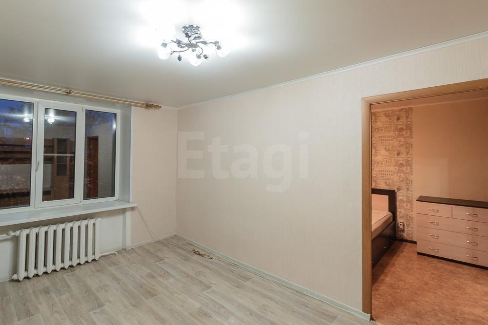 продается 2-комнатная квартира на первом этаже двухэтажного дома. дом находится в ...