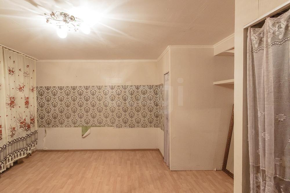 продается 1-комнатная квартира на втором этаже двухэтажного дома. дом находится в ...