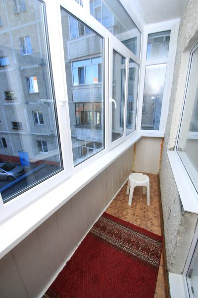 Разделить балкон на 2 части фото.