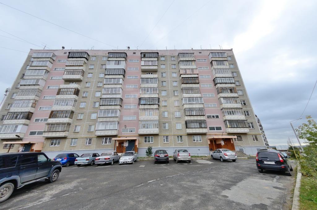 Продается четырехкомнатная квартира за 1 950 000 рублей. Автозавод, ул. Лихачева, д. 35 (0.5 км до центра).