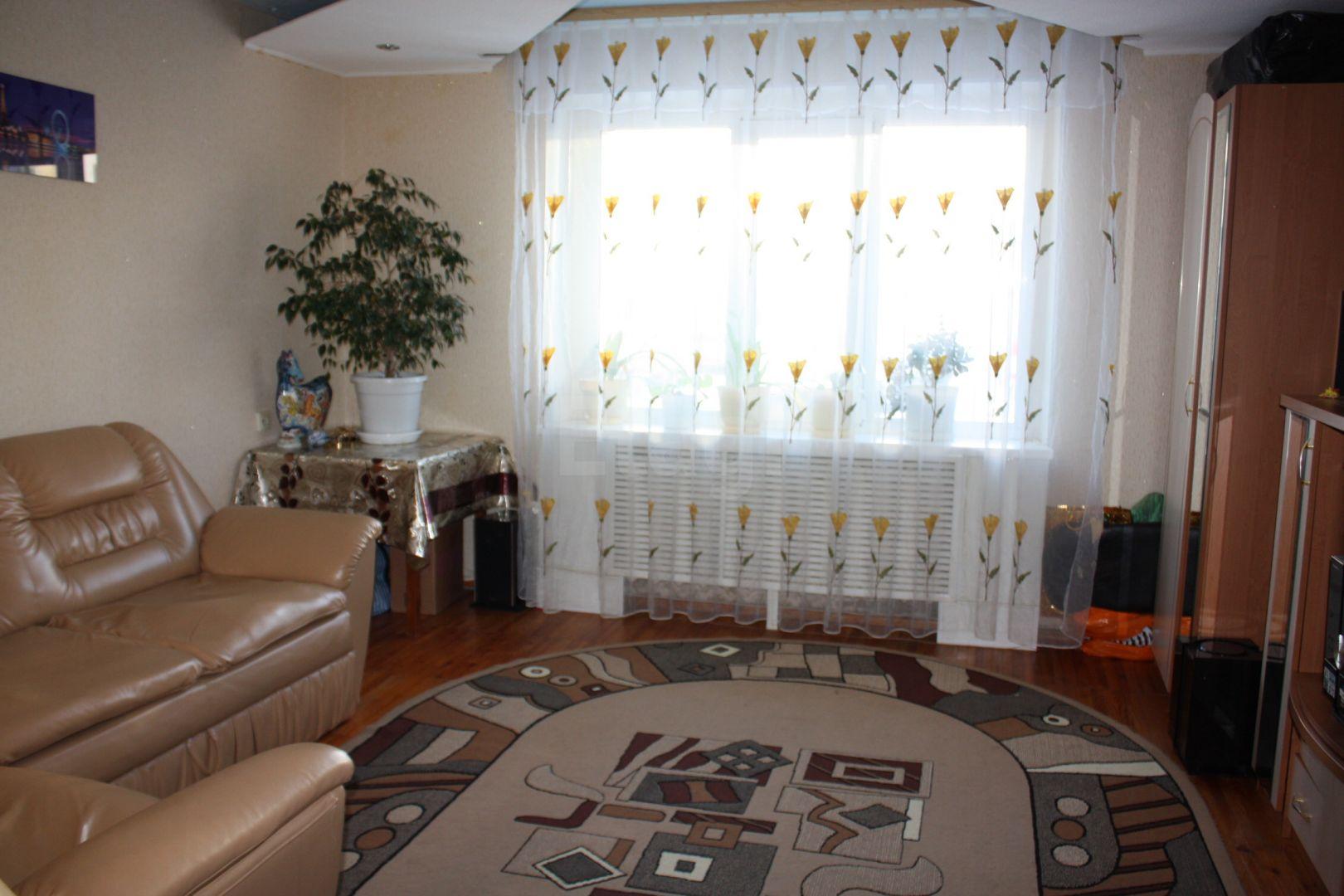 Продается четырехкомнатная квартира за 7 800 000 рублей. Центральный, ул. Коминтерна (0.3 км до центра).