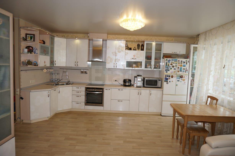 Продается трехкомнатная квартира за 7 500 000 рублей. Варяг, ул. Русская, д. 57ж (6.4 км до центра).