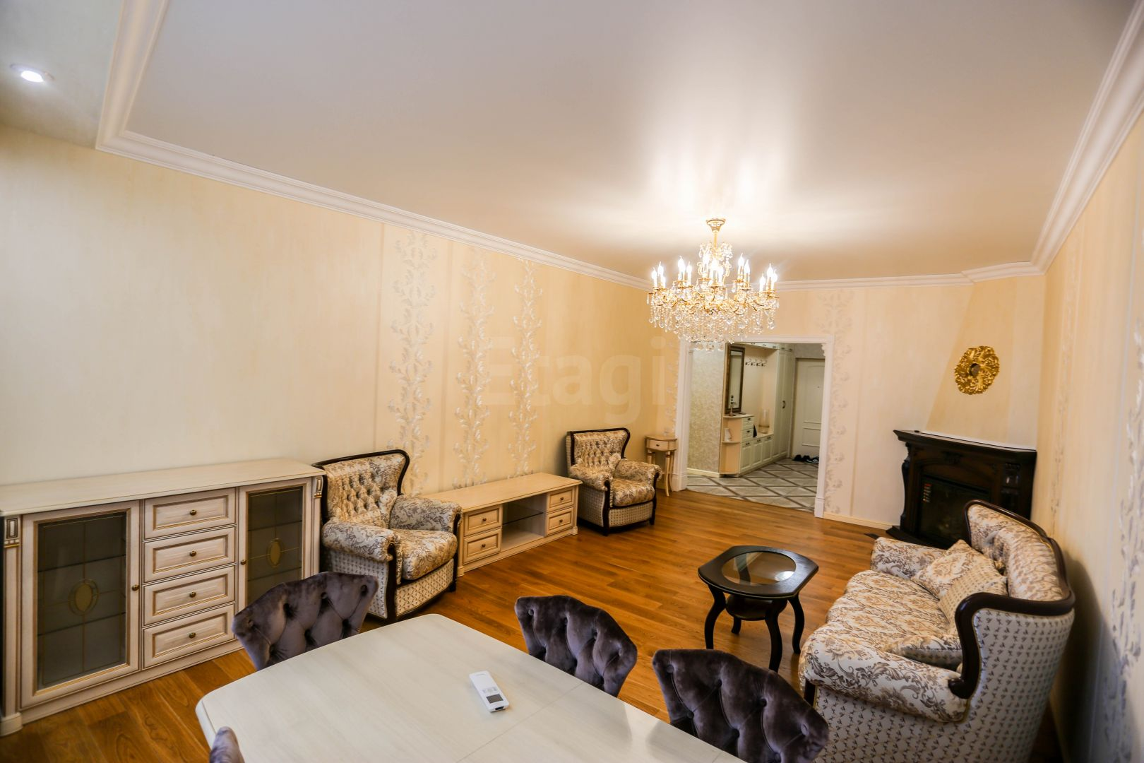 Продается четырехкомнатная квартира за 16 000 000 рублей. ЗИП, ул. Московская (4.7 км до центра).