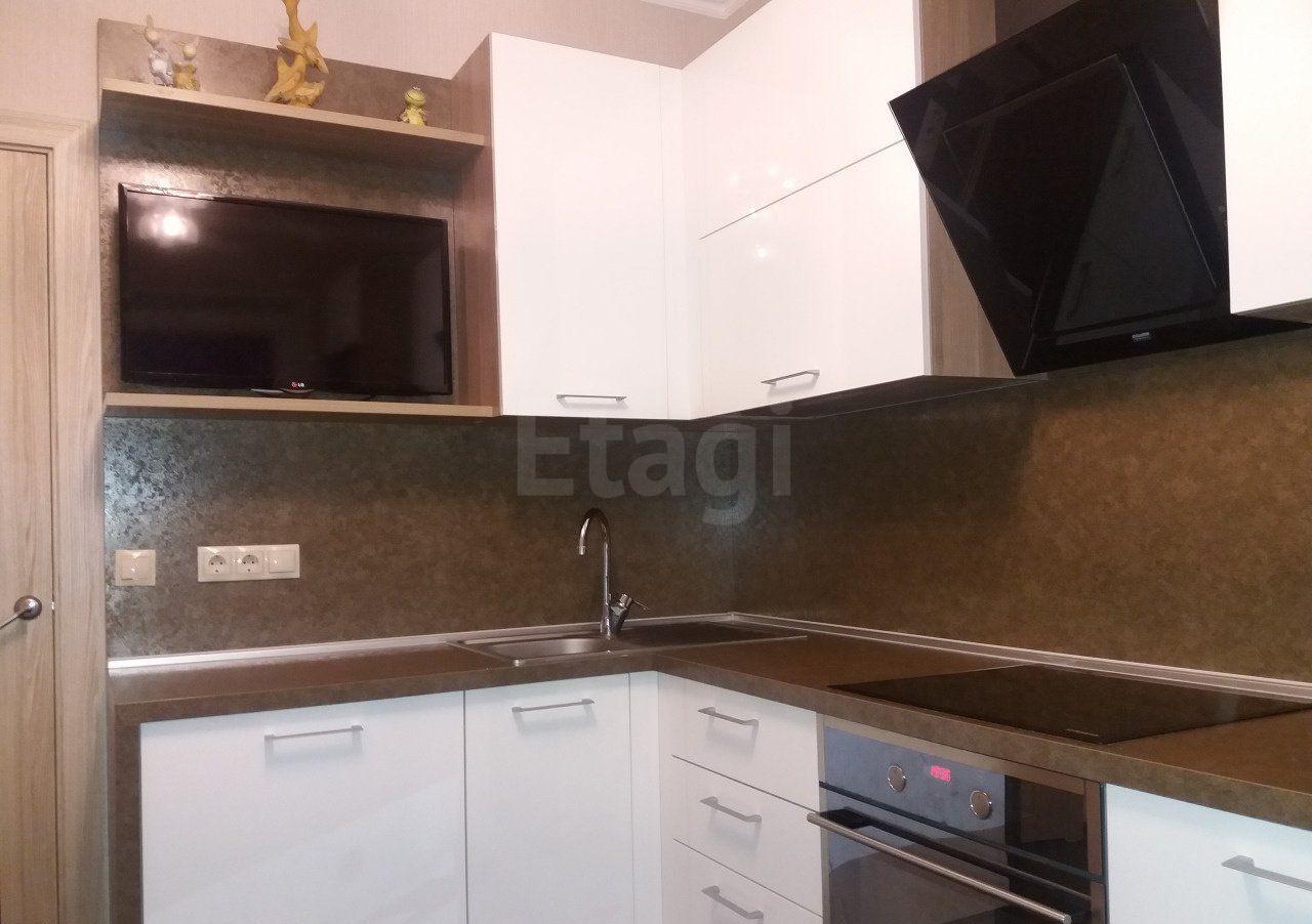 Продается трехкомнатная квартира за 4 100 000 рублей. 10г мкр, ул. Северная, д. 7а (1.6 км до центра).