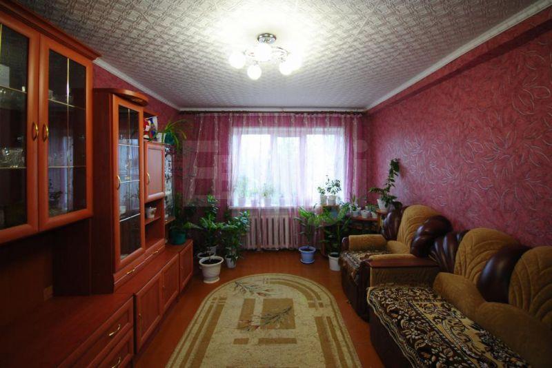 Продается трехкомнатная квартира за 1 500 000 рублей. Залинейная часть, ул. Лизы Чайкиной (1.9 км до центра).