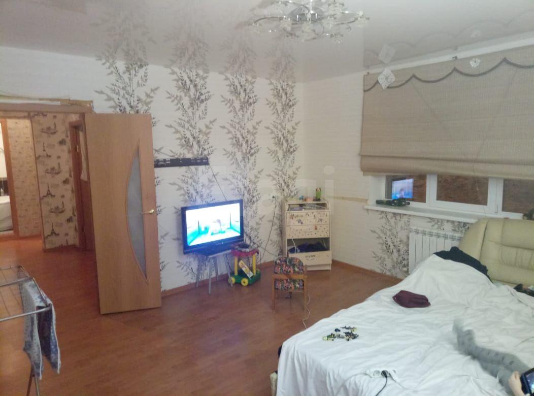 Продается двухкомнатная квартира за 2 100 000 рублей. Вагонка, ул. Парковая, д. 1 (9.6 км до центра).