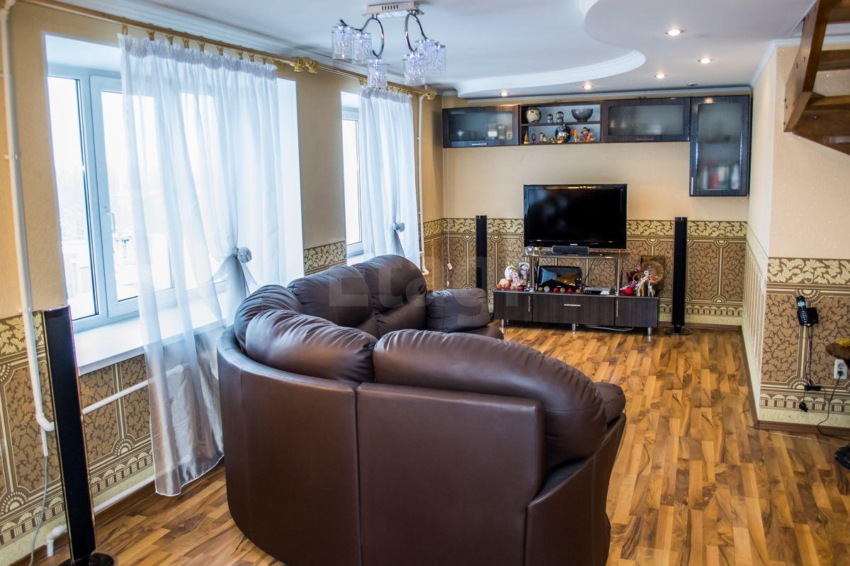 Продается пятикомнатная квартира за 6 900 000 рублей. ЛТЗ, ул. Жуковского, д. 30а (8.7 км до центра).