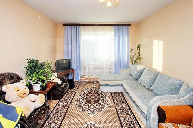 Продается четырехкомнатная квартира за 2 500 000 рублей. КСМ, ул. Свободы.
