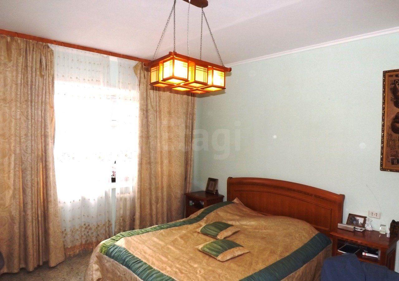 Продается четырехкомнатная квартира за 7 350 000 рублей. 32 мкр., ул. Пролетарский проспект, д. 5 (2.3 км до центра).