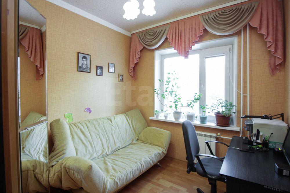 Продается четырехкомнатная квартира за 5 000 000 рублей. 6 мкр, ул. Северная, д. 46 (1.8 км до центра).