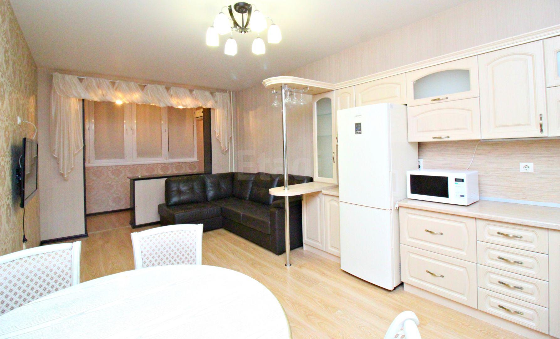 Продается двухкомнатная квартира за 4 350 000 рублей. ЦМР, ул. Фабричная (2.9 км до центра).