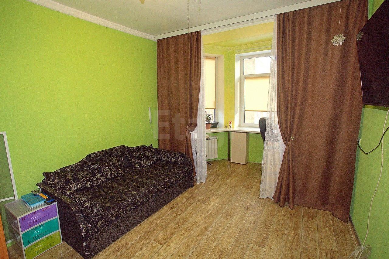 Продается двухкомнатная квартира за 6 150 000 рублей. Кировский, ул. Баррикадная, д. 10 к1 (5.8 км до центра).