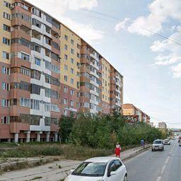 Продается трехкомнатная квартира за 5 600 000 рублей. Крестьянский рынок, ул. Курашова, д. 43 (0.8 км до центра).