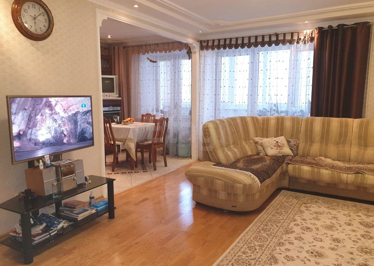 Продается четырехкомнатная квартира за 6 300 000 рублей. Ленинский, ул. Аксакова, д. 60 (1.3 км до центра).