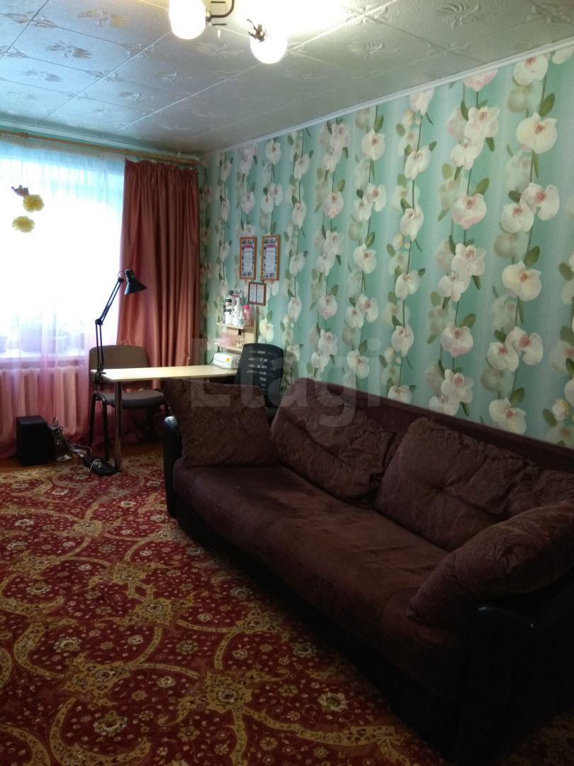 Продается трехкомнатная квартира за 2 300 000 рублей. Старт, ул. Красногвардейская, д. 30 (2 км до центра).