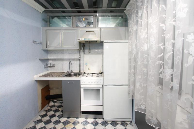 Продается однокомнатная квартира за 1 150 000 рублей. Центр, ул. Скворцова-Степанова (0.6 км до центра).