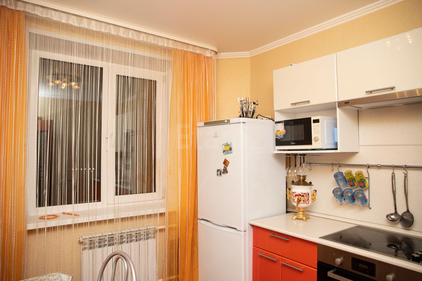 Продается трехкомнатная квартира за 2 700 000 рублей. 3 А мкр., ул. Рощинский пер (1.4 км до центра).