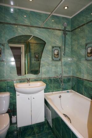 Продается пятикомнатная квартира за 3 500 000 рублей. Советский, ул. Мусы Джалиля, д. 8 (0.5 км до центра).