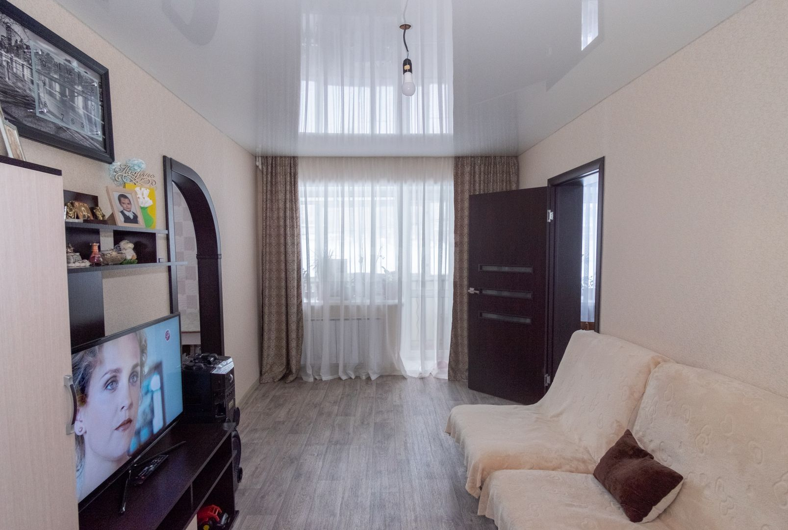 Продается двухкомнатная квартира за 1 230 000 рублей. Машзавод, ул. Грибоедова, д. 9 (7 км до центра).
