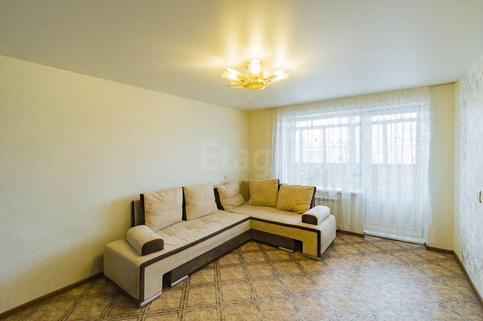Продается двухкомнатная квартира за 3 600 000 рублей. Эльмаш, ул. Красных командиров, д. 72 (6.8 км до центра).