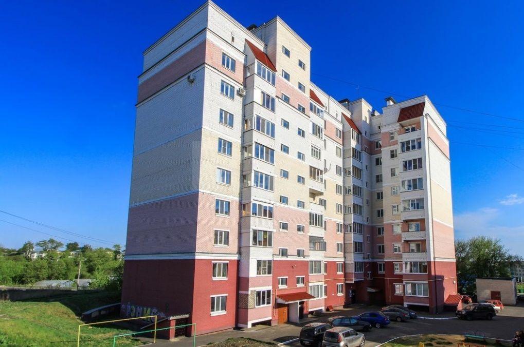 Продается двухкомнатная квартира за 2 500 000 рублей. Северный, ул. Артельный пер., д. 18 (3.1 км до центра).