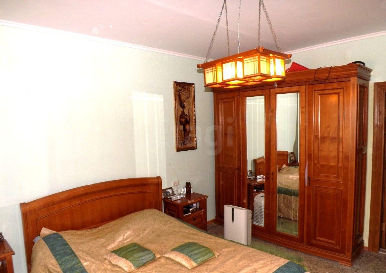 Продается четырехкомнатная квартира за 7 900 000 рублей. 32 мкр., ул. Пролетарский проспект, д. 5 (2.3 км до центра).