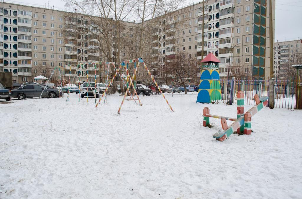 Продается трехкомнатная квартира за 2 300 000 рублей. ГГМ, ул. Октябрьский пр-т, д. 22 (4.5 км до центра).