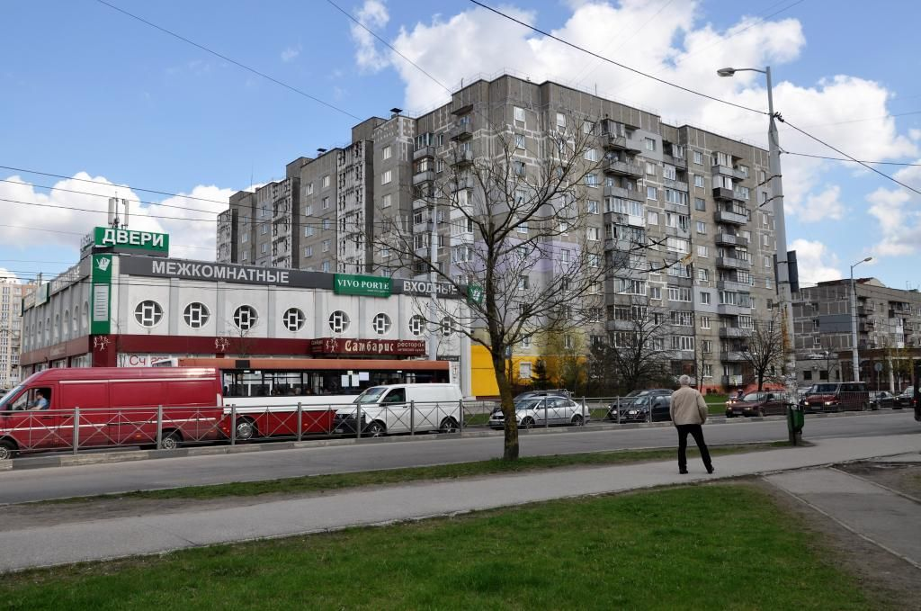 Продается четырехкомнатная квартира за 3 820 000 рублей. Нарвская, ул. Горького, д. 158 (2.3 км до центра).